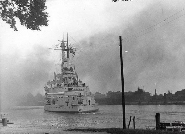 ORP Orzeł dostał rozkaz ataku na pancernik Schleswig-Holstein. Miał podpłynąć pod gdański port i zaatakować nieprzyjaciela torpedami, gdy tylko wyjdzie w morze.