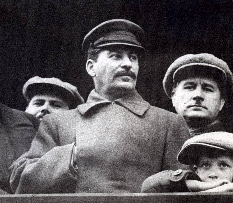 Z pewnością Stalin musiał być zmęczony. Kolejne meldunki tylko pogarszały jego nastrój.