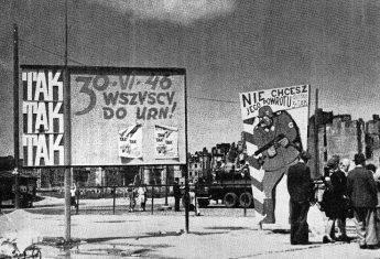 Tablice agitacyjne przed referendum w Warszawie