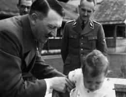 Adolf Hitler miał wiele sekretów. Czy jednym z nich mógł być... nieślubny syn?