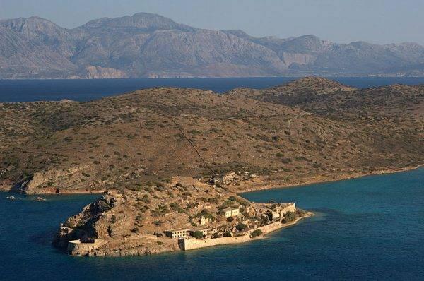 30 maja 1903 roku podjęto decyzję o przekształceniu Spinalongi w wyspę trędowatych