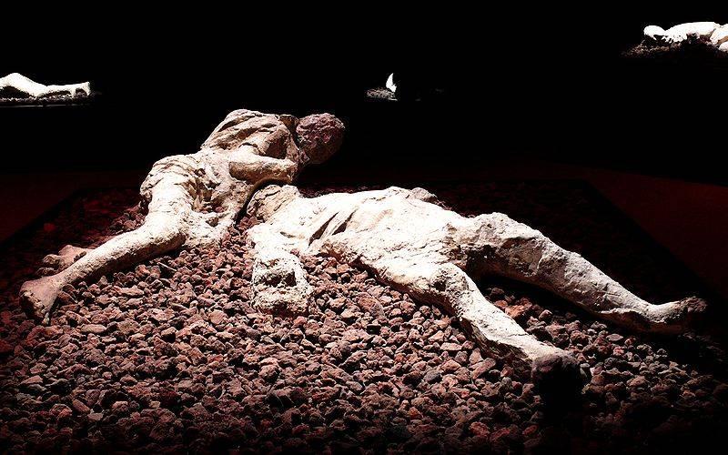 Mieszkańcy Pompejów na zawsze zastygli w popiele.