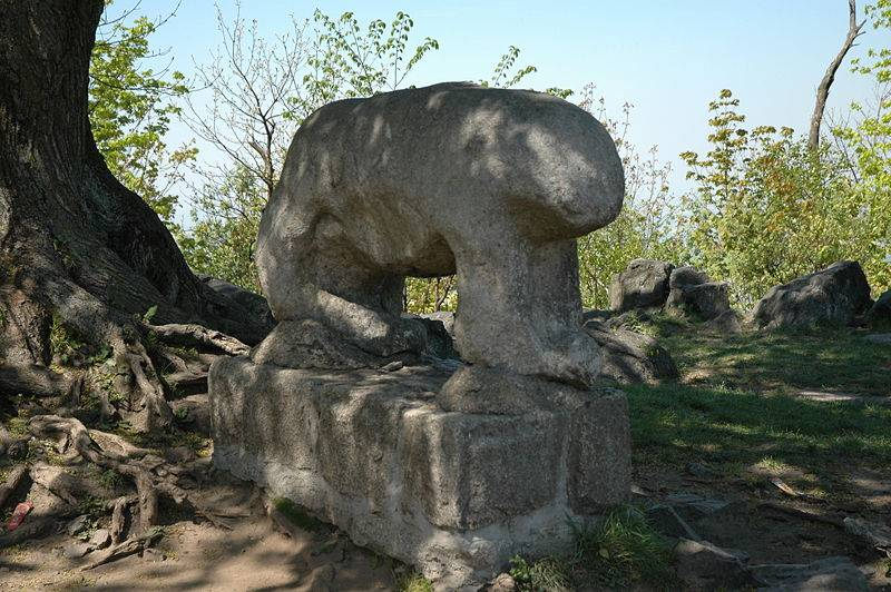 Rzeźba kultowa na szczycie Ślęży