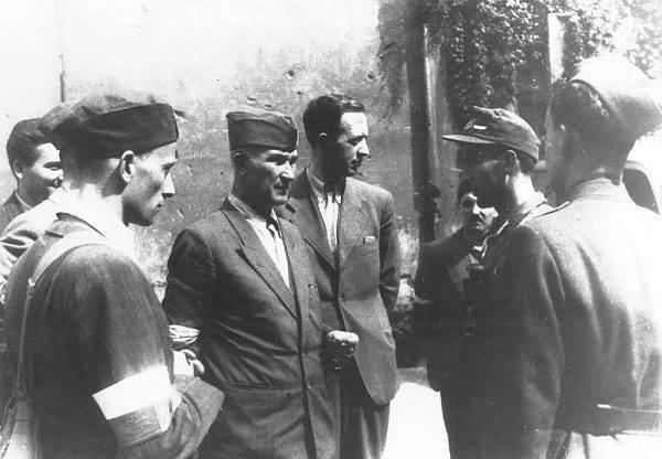 """Na przekazany przez łączniczkę rozkaz generała """"Bora"""" pułkownik """"Monter"""" rozpuścił zgrupowanie jednostek. Żołnierze zdali broń i spokojnie rozeszli się do domów."""