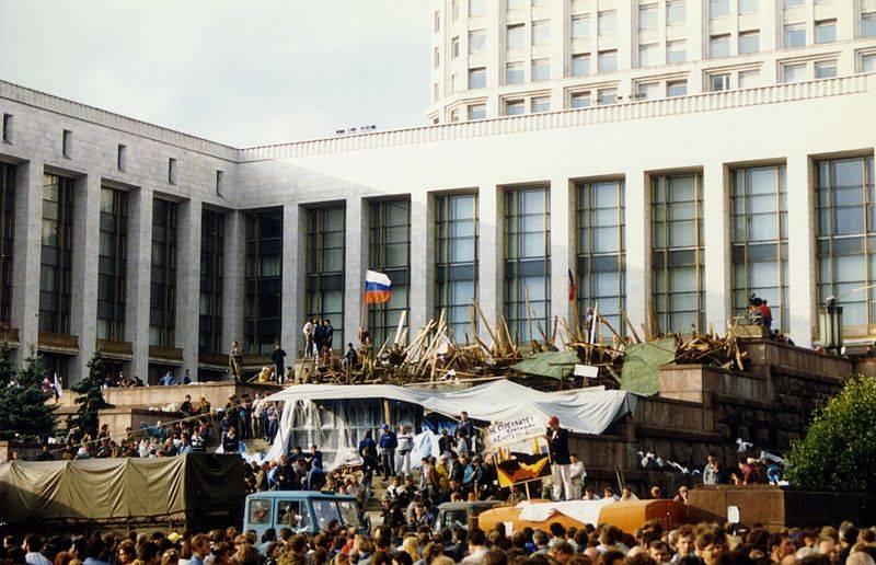 Próba ratowania starego porządku nie powiodła się i doprowadziła do rozpadu ZSRR.
