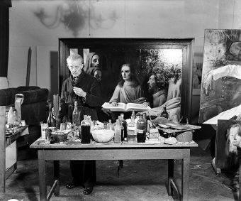 Fałszerstwa van Meegerena odkryto dopiero w połowie lat 40. XX wieku. Podczas procesu malarz przyznał, że przez kilka lat podrobił czternaście dzieł, z czego dziewięć sprzedał.