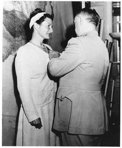 Po wojnie została odznaczona Krzyżem Wybitnej Służby i jako jedna z pierwszych kobiet zatrudniła się jako analityczka w CIA.