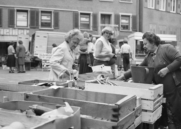 W latach 80. wyjazdy handlowe stawały się coraz bardziej popularne. Sklepy w Polsce świeciły pustkami, brakowało niemal wszystkiego. Wyjeżdżano więc nawet po produkty spożywcze.